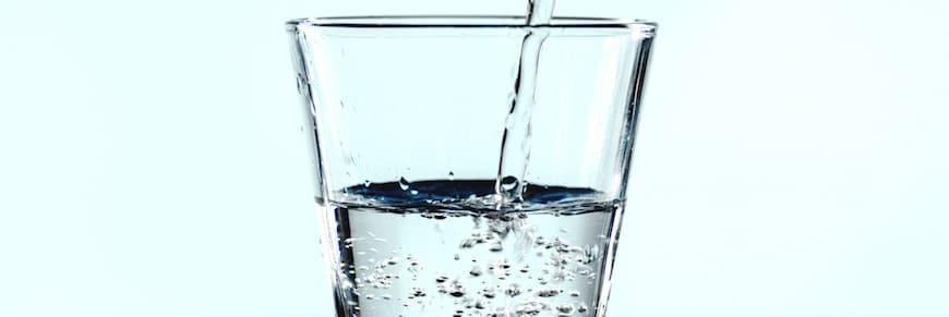 scherzi per matrimonio: bicchieri pieni d'acqua