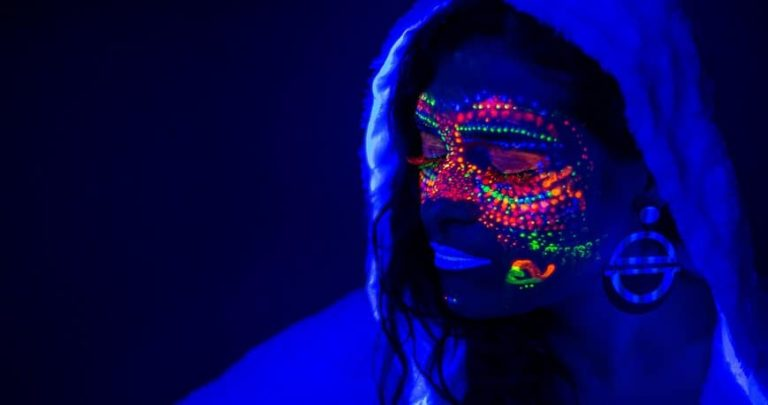 Fluo party: cos'è come funziona, idee per l'evento!